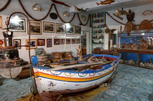 """""""una barca primo piano interno museo acciughe aspra"""""""