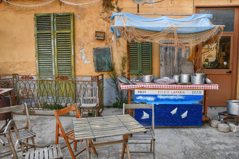 """""""cortile museo tavolo e gazebo siciliano antico"""""""