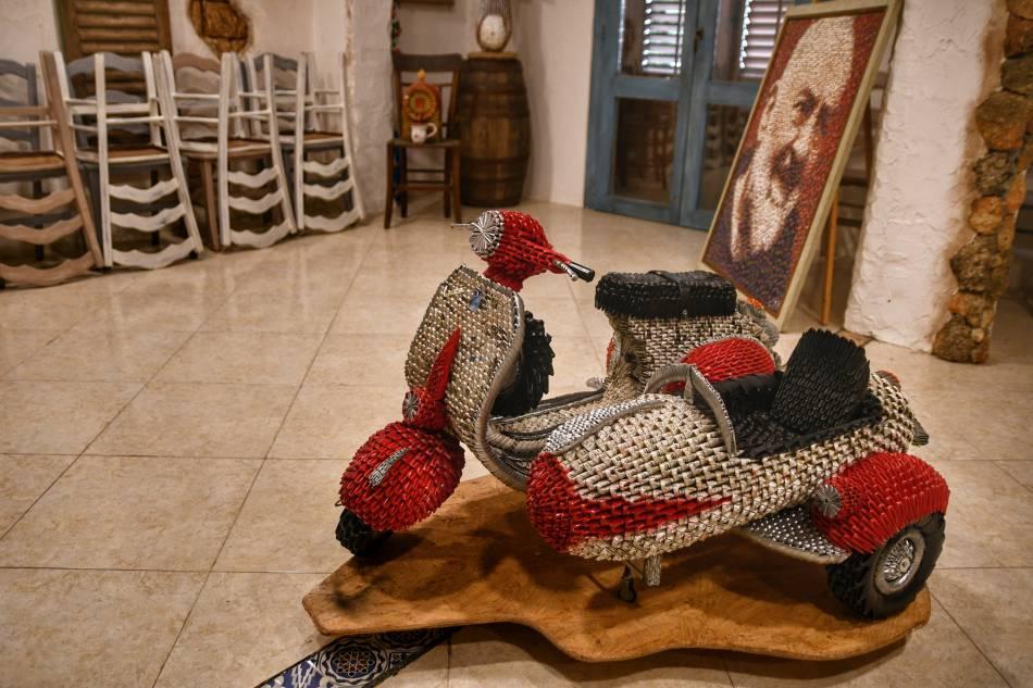 """""""sidecar realizzato interamente con pezzi gratta vinci riciclati colore rosso bianco nero museo dell'acciuga aspra"""""""