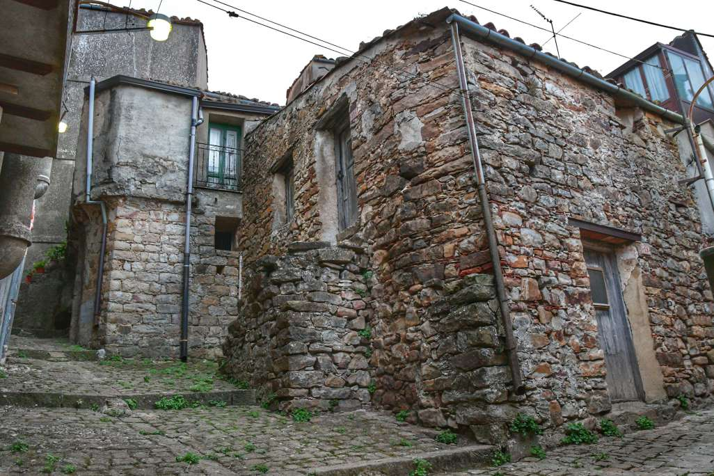 """""""casa in pietra nel centro geraci siculo"""""""