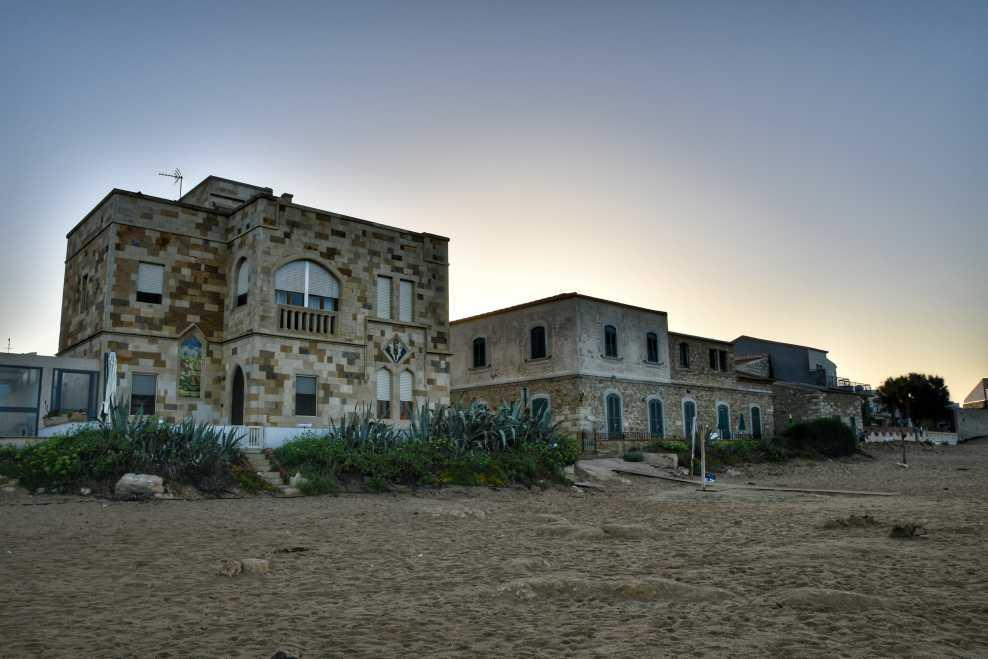 """""""una caratteristica casa nella spiaggia di punta secca all alba"""""""