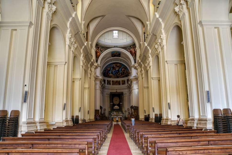 """""""cattedrale noto interno con colonne"""""""
