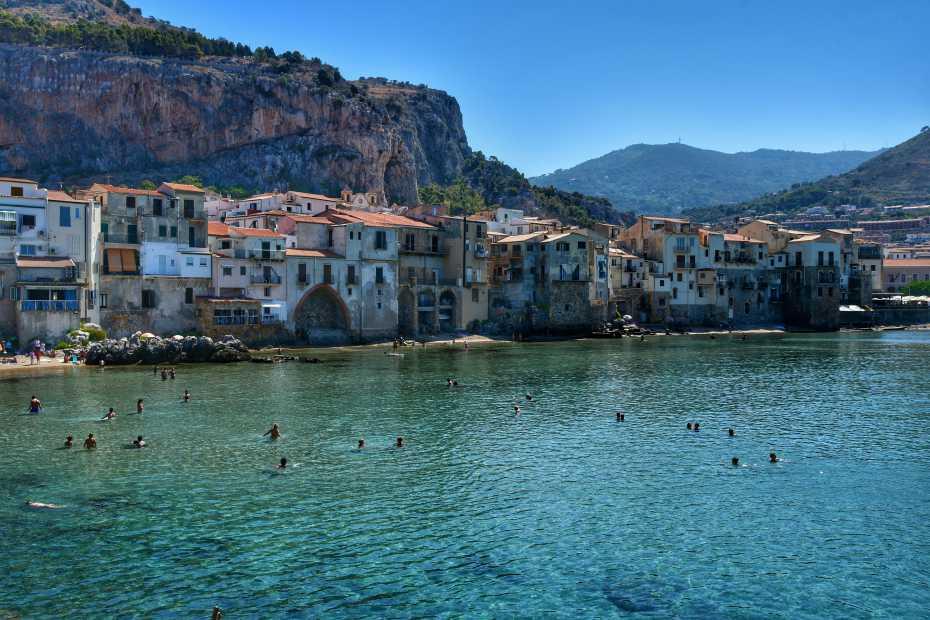 """""""cefalu borgo marinaro visto dal mare da visitare assolutamente in una settimana sicilia"""""""