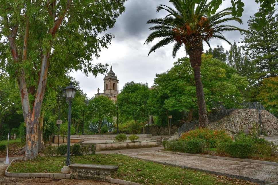 """bellissimo giardino verde ragusa ibla"""