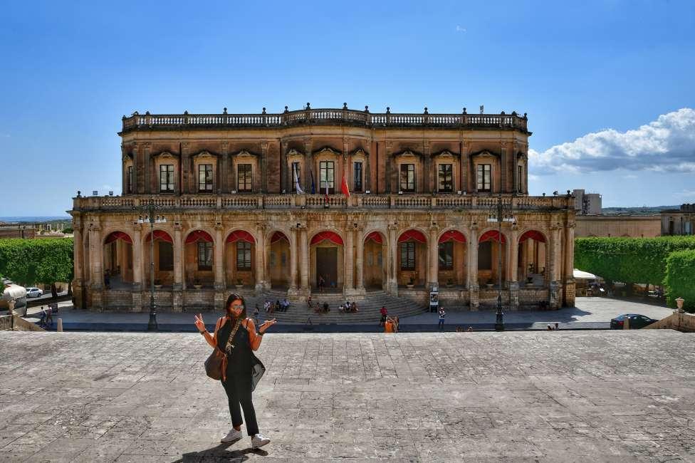 """""""vista frontale del bellissimo palazzo ducezio oggi sede del municipio di noto"""""""