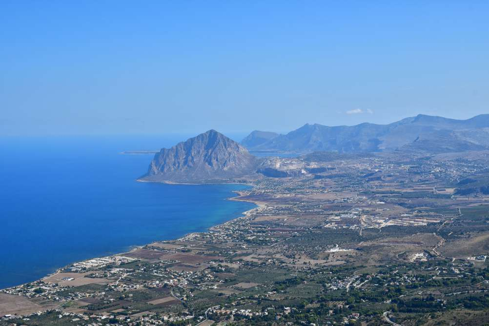 """veduta panoramica dal castello veduta mare e promontorio"""