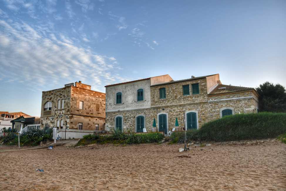 """una caratteristica casa nella spiaggia di punta secca"""