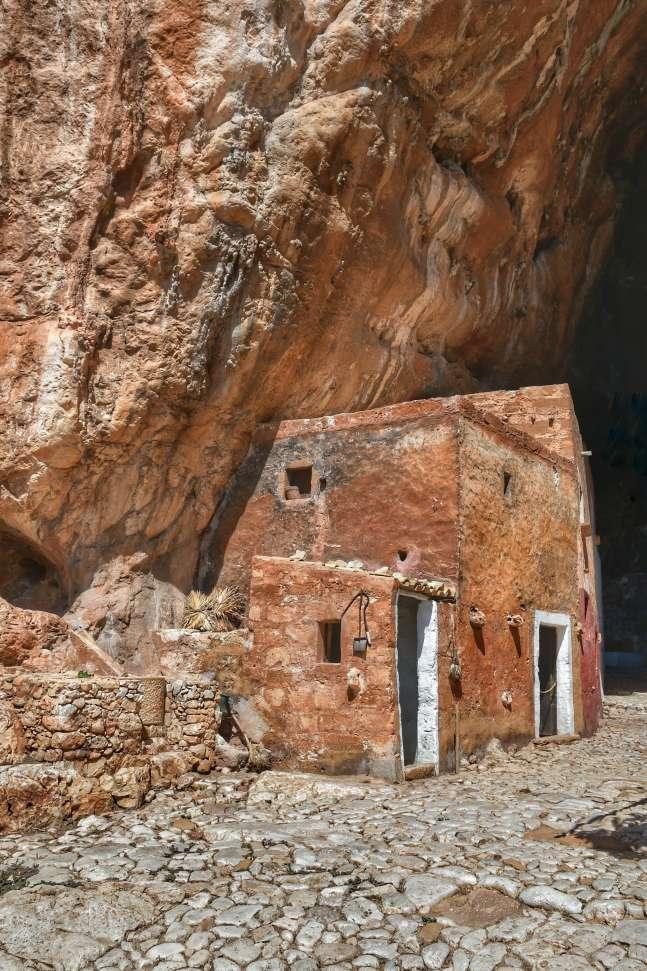 """""""casa in pietra all ingresso della grotta mangiapane"""""""