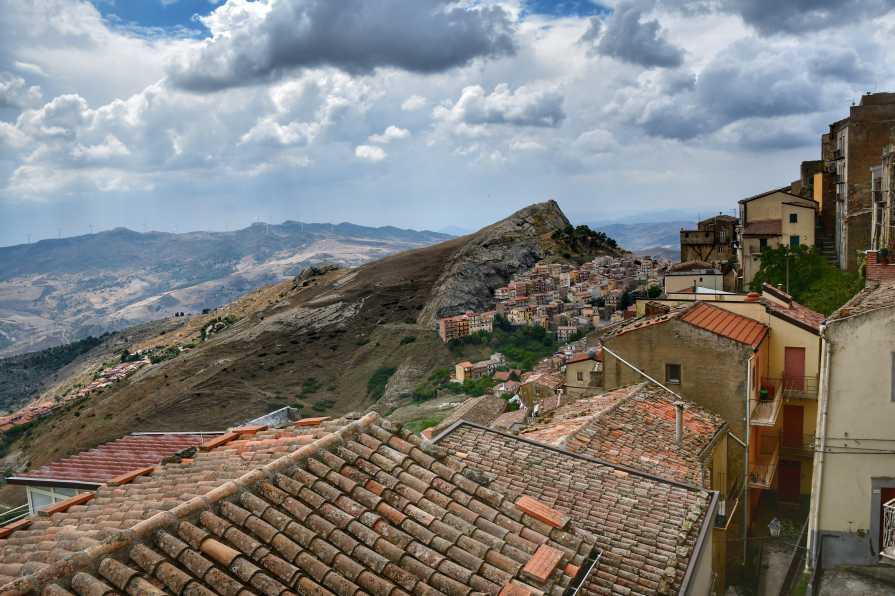 """""""troina vista da sopra i tetti antichi delle case"""""""