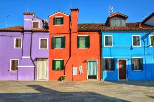 """""""venezia burano case colorate viola azzurro arancione"""""""