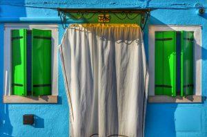 """""""burano ingresso casa con finestre verdi"""""""