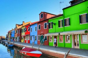"""venezia burano case colorate canale"""