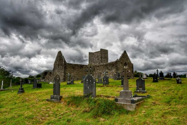 """""""irlanda rovine chiesa celtica lapidi"""""""
