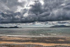 """""""irlanda spiaggia mare nuvole minacciose"""""""