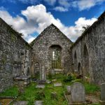 """""""irlanda interno chiesa antica abbandonata senza tetto"""""""