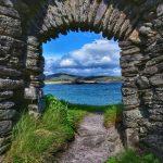 """""""panorama da finestra chiesa abbandonata in irlanda"""""""