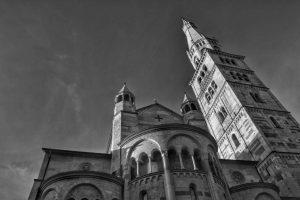 """viaggi modena esterno basilica fto bianco nero"""